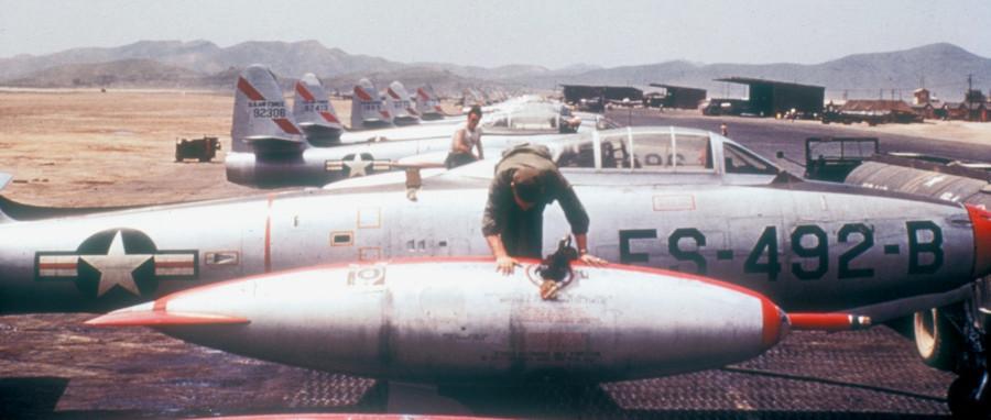 F-84E_136th_FBG_with_refueling_probe_Korea_1952