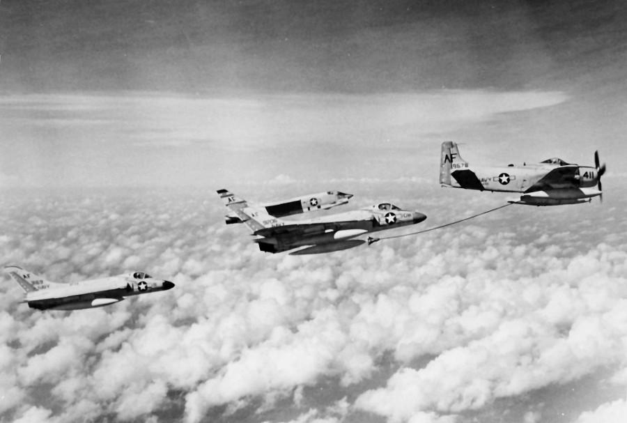 F4D-1_inflight_refueling_NAN5-61 (1)