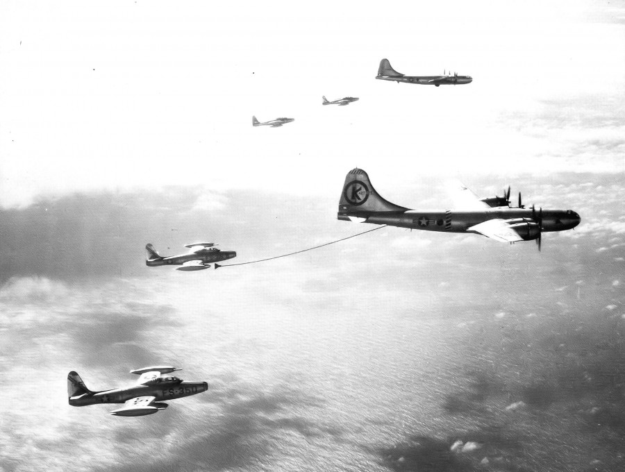 43d_Air_Refueling_Squadron_KB-29M_Superfortresses_refueling_F-84s_1953