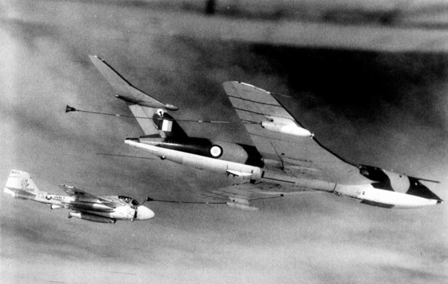 RAF_Victor_refuels_KA-6D_VA-65_1971