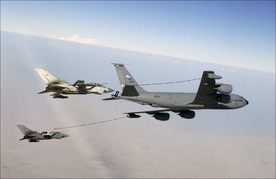 Boeing_KC-135R_Multipoint_Refueling
