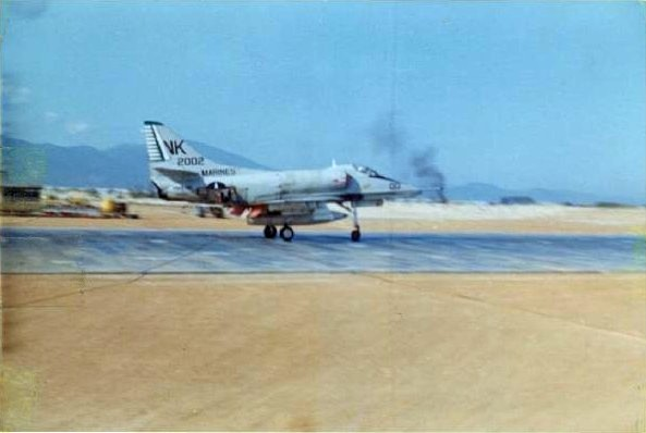 A-4E_landing_at_Chu_Lai_Mar_1967