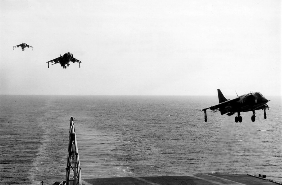 1280px-AV-8As_VMA-231_approaching_USS_FD_Roosevelt_(CV-42)_1977