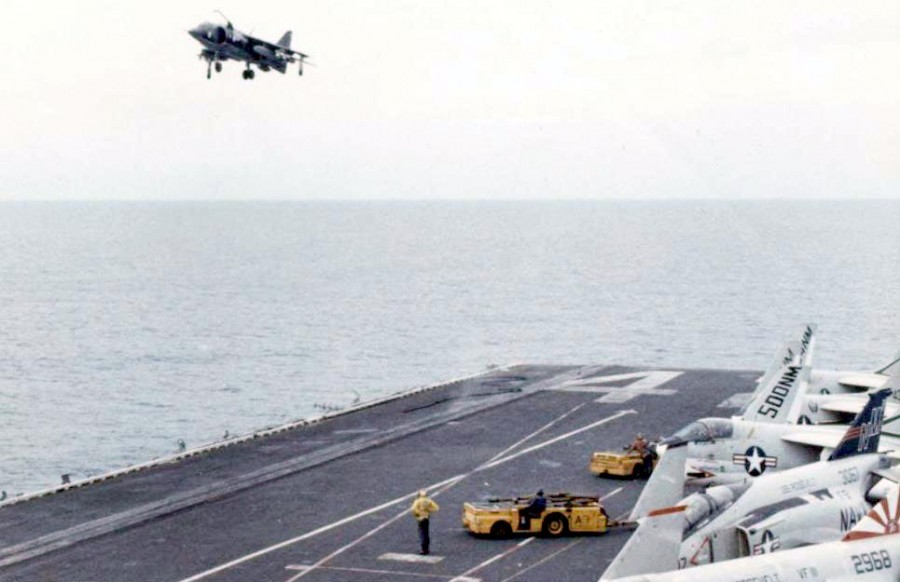 AV-8A_landing_USS_Roosevelt_1976