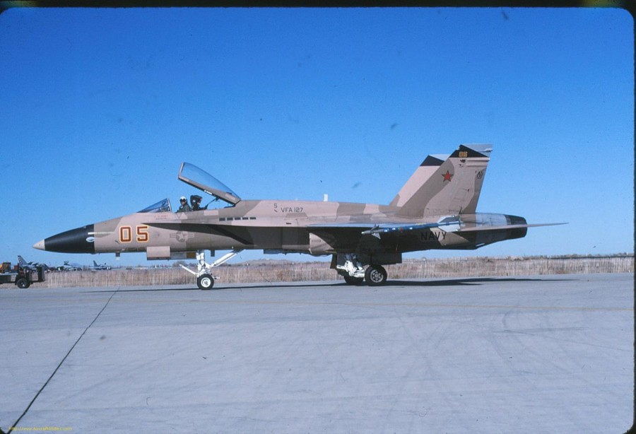 05 162841 USN F-18A VF-127