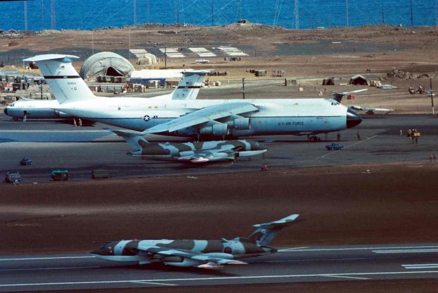 Colour - Victor x 2, C-5A (00464) & C-141 (70011)