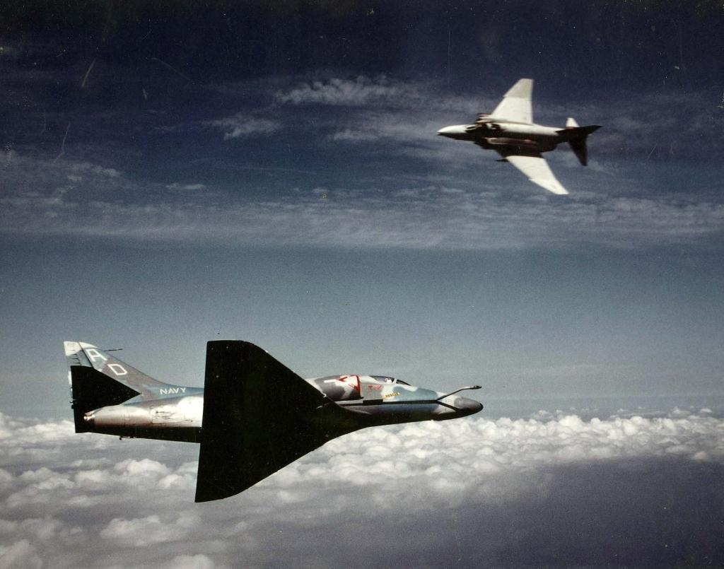 A-4SkyhawkaggressoraircraftpicturedengaginganF-4PhantomIIDuringaircombatmaneuvering