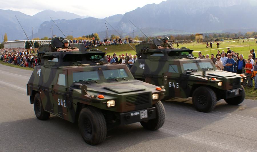 SKdt-Fahrzeug_-_Schweizer_Armee_-_Steel_Parade_2006