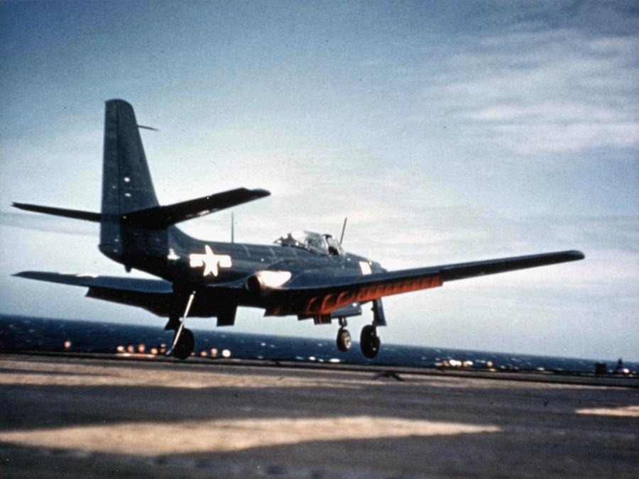 FH-1_Phantom_landing_on_USS_Saipan_(CVL-48)_1948