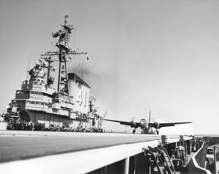 P2V_Neptune_takeoff_from_USS_Midway_(CVB-41),_April_1949