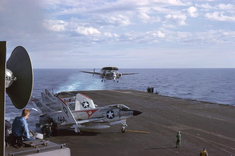 03-flight-deck-recovery-e1b-willy-fudd