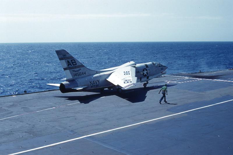 flight-deck-launch09-f8e-crusader