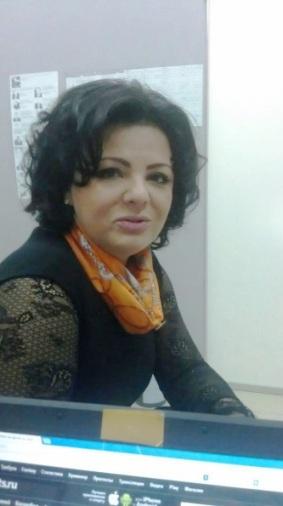 Елена Николаева в студии радиостанции. Фото главного редактора