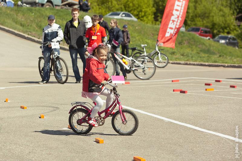 дети участвовали в эстафетах и конкурсах.