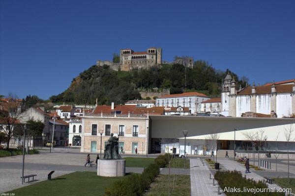 Вид на замок из Jardim Luís de Camões