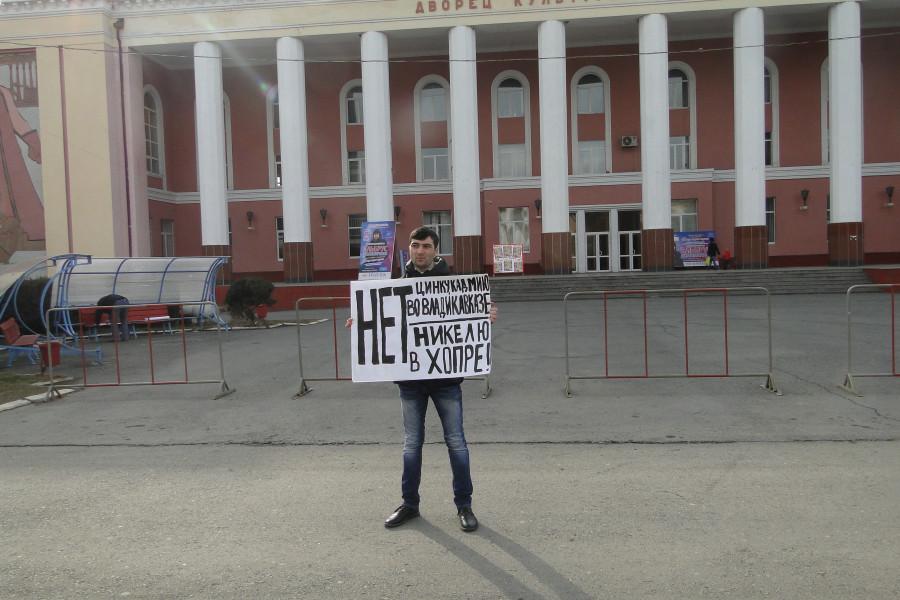 Возле ДК Металлургов