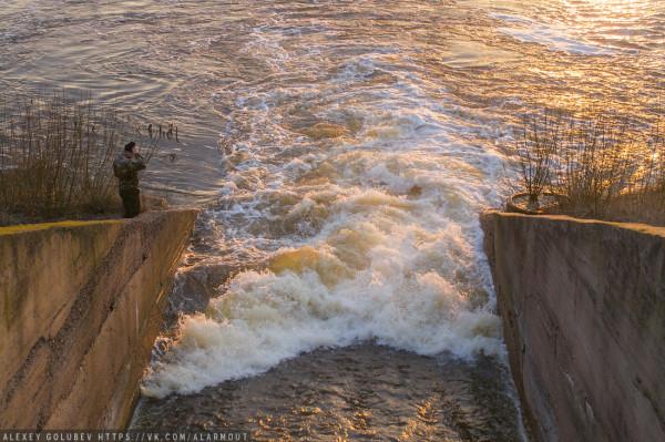 Холодненькая пошла: началось наполнение Днепро-Брагинского водохранилища.