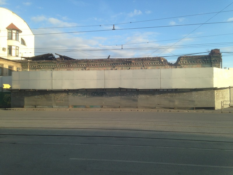 Одно-единственное строение портит всю улицу.
