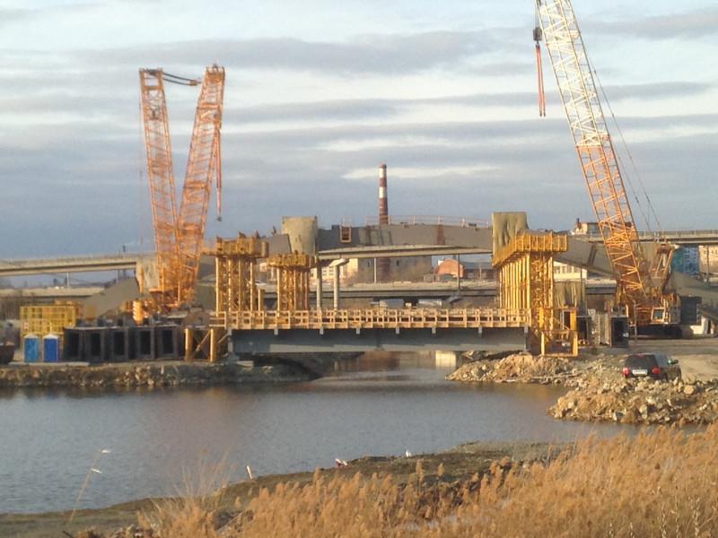 Насчет конгресс-холла уже не уверен, но мост точно получится.