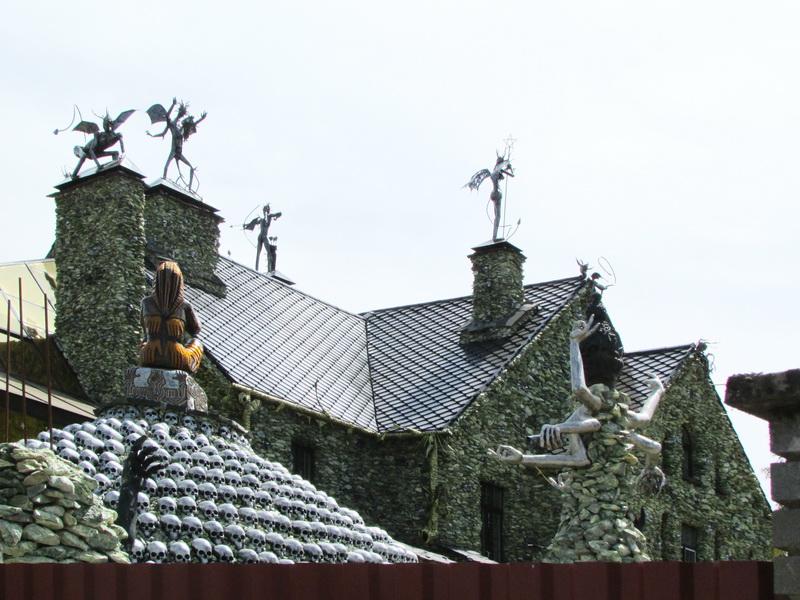 дом в белоруссии с черепами фото лучшим вариантом является