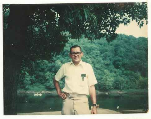 dad_whiteriver_ark_1977.jpg