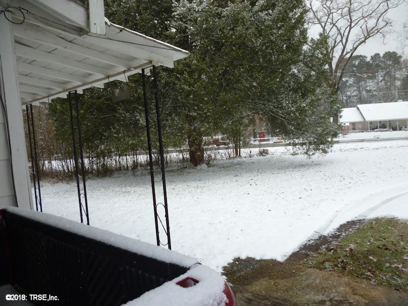 snow_front_yard1_01_16_2018.jpg