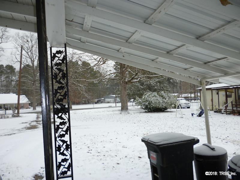 snow_front_yard2_01_16_2018.jpg