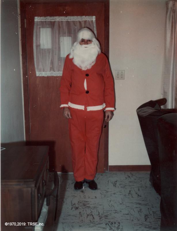 dad_santa2_12_24_1970_sml.jpg