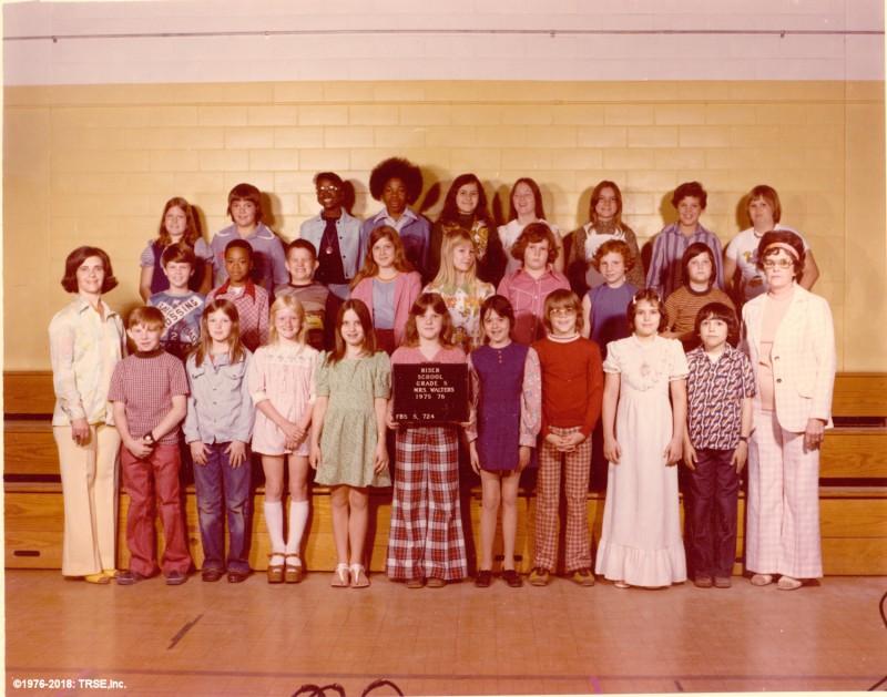 Riser_class_photo_grade_5_1976_sml.jpg
