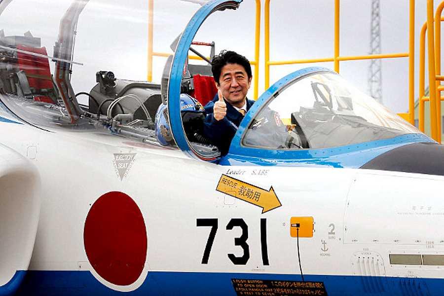 1425434805_prime_minister_of_japan_shinzo_abe_at_military_airbase