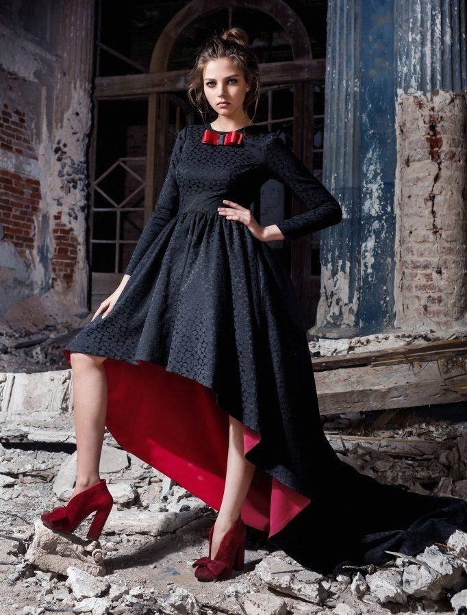 Вечернее платье с кровавым подбоем