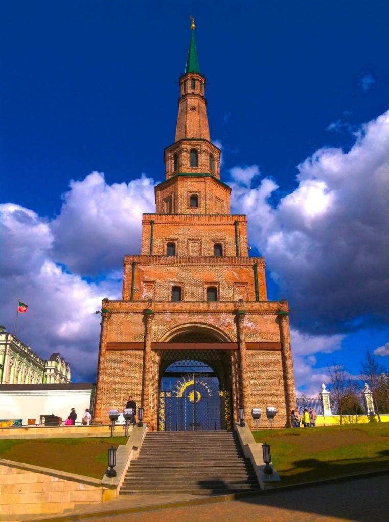 Воротв башни это вход в Казанский Кремль