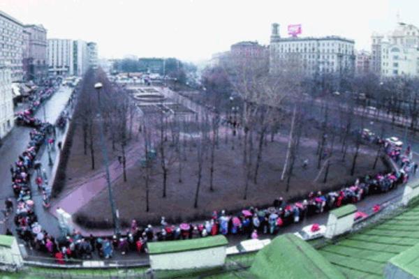 Очередь в первый Макдональдс в Москве