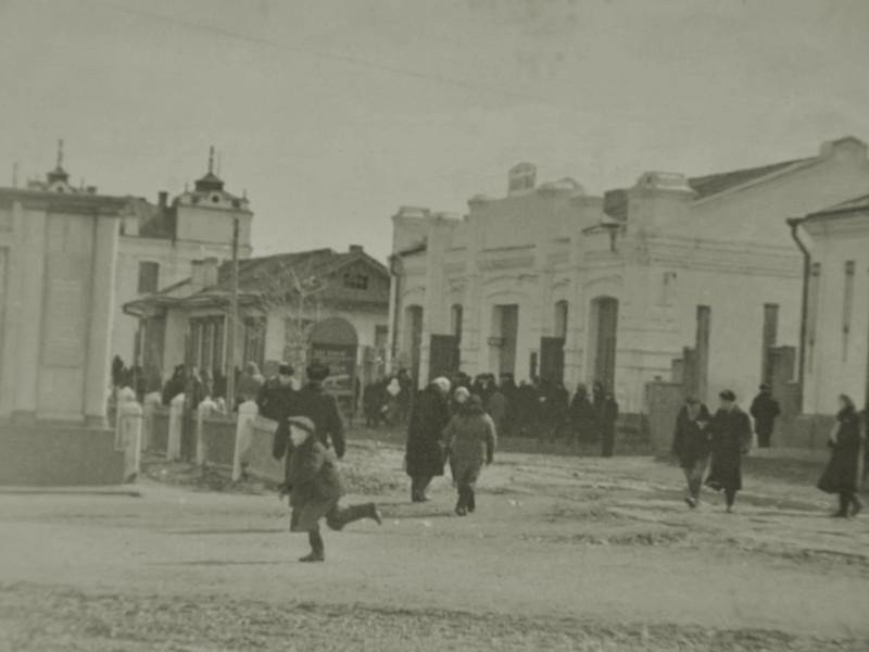 Славгород, кинотеатр авангард и хлебный магазин
