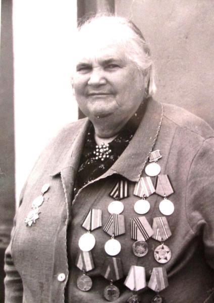 Амброс Мария Ивановна (1922), уроженка с. Ромны Табунского района.