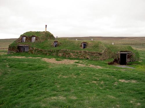 Iceland_Saenautasel_Earth_covered_home_outside