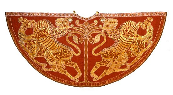 Cape Norman Raja Roger II Sisilia (abad ke-12 awal), Kermes dicelup dan disulam dengan emas.