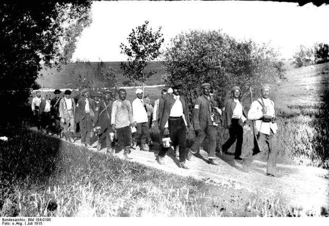 Файл:Bundesarchiv Bild 104-0190, Ostfront, russische Kriegsgefangene.jpg