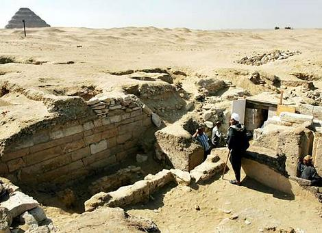 2310tomb2_wideweb__470x341,0
