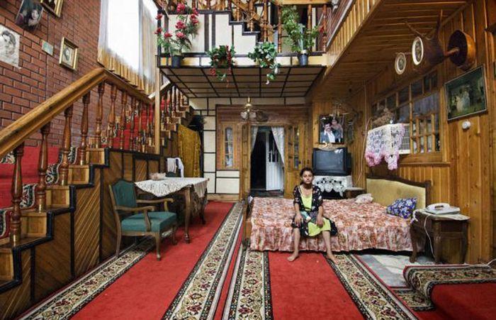 Rich-gypsy-houses-Romania-Moldova11