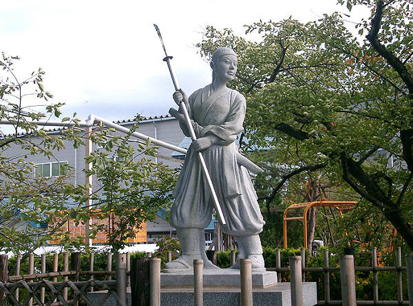 Nakano_Takeko_monument-1