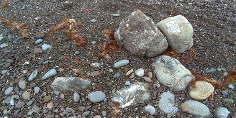 Люблю такие камни. Ничего в них нет и всё есть.