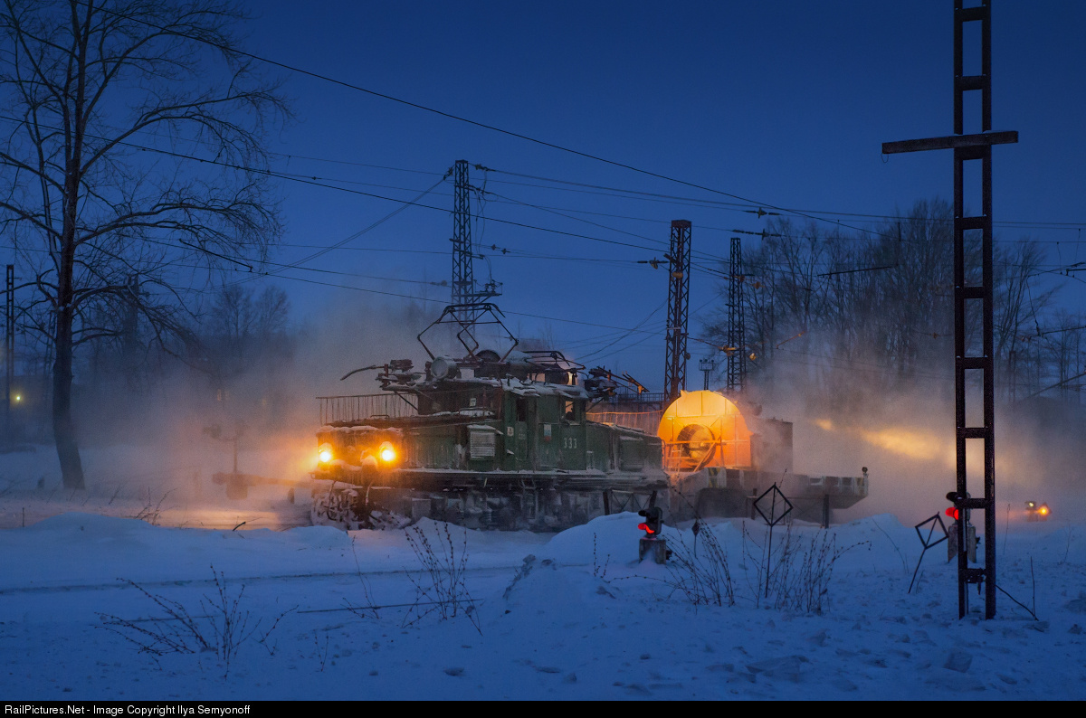Картинки - ЖД. Russia. Chelyabinsk region. Bakal. Bakal mines railroad. Электровоз капотный ЕЛ2 (EL2) борется со снегом - Ilya Semyonoff - 2015.01.03 - 570423-railpictures.net --d16775ee94b2ea4cb430d6eb2c9ac65c