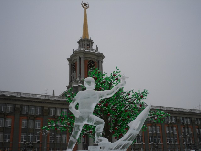 New Year's Eve ice sculptures in the centre of Yekaterinburg in honour of the 50 th anniversary of the first man flight in the space (2011 January)