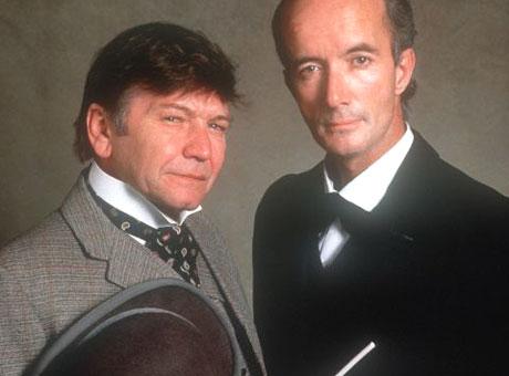 Клайв Меррисон (справа) в роли Шерлока Холмса