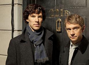 Бенедикт Камбербэтч (слева) в роли Шерлока Холмса и Мартин Фриман (справа) в роли доктора Ватсона