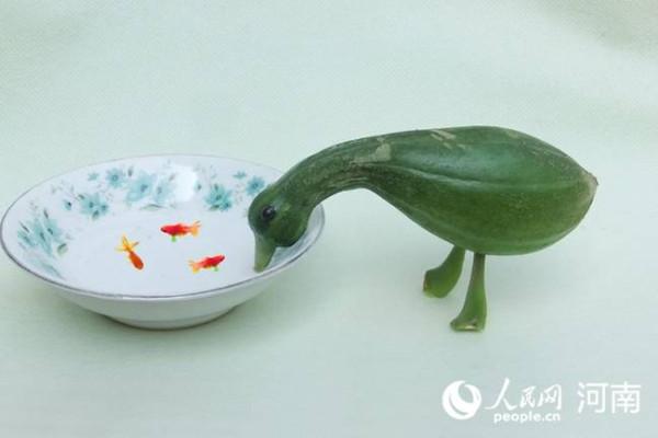 Китаец, который находит и дарит радость жизни от овощей
