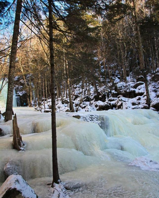 Застывший водопад в приморском лесу 2