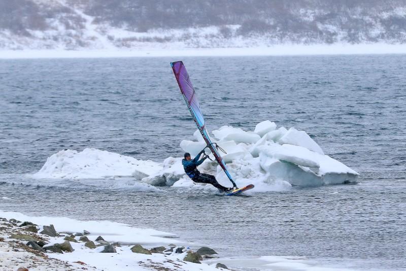 Приморский виндсерфинг: покоряя ветер и волны...