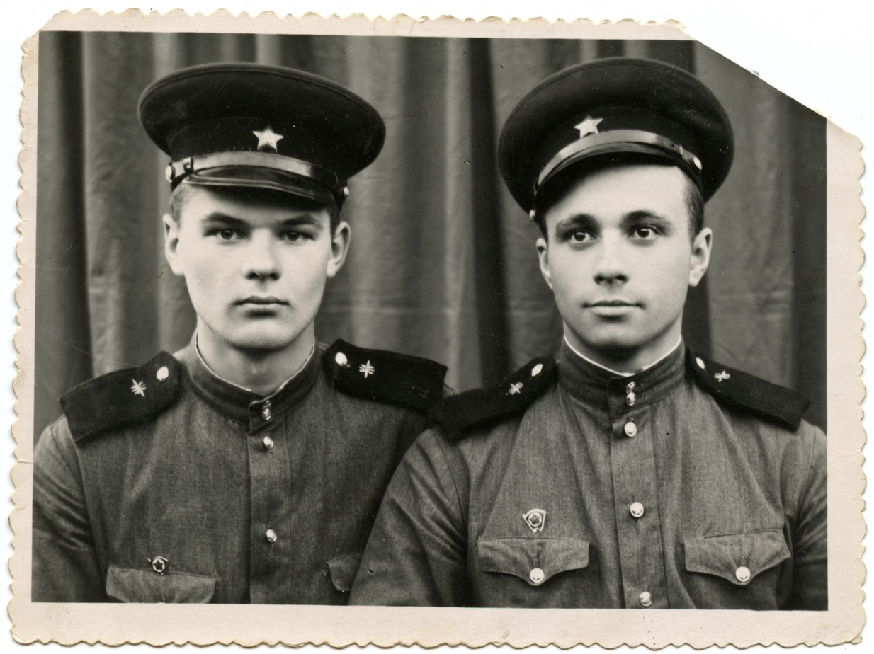 Два Геннадия. Декабрь 1957 г. Ташкент.jpg